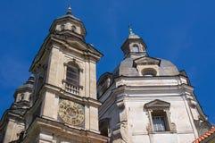 Klockatorn av den Pazhayslissky kloster Royaltyfri Bild