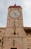 Klockatorn av kyrkan för St Sebastian (1476) croatia trogir Arkivfoton