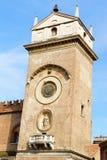 Klockatorn av slotten av anledning i Mantua, Italien Arkivfoto