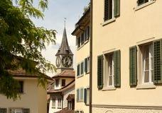 Klockatorn av Sten Peter Church i Zurich, Schweiz royaltyfri bild