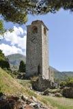 Klockatorn i den gamla stångstaden, Montenegro fotografering för bildbyråer