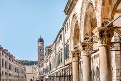Klockatorn i Dubrovnik den gamla staden, Kroatien arkivfoto