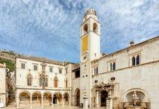 Klockatorn i Dubrovnik den gamla staden, Kroatien royaltyfri fotografi