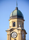 Klockatorn i Rijeka, Kroatien Arkivbild