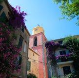 Klockatorn i St Tropez arkivfoton