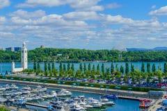 Klockatorn och gammal port, Montreal royaltyfri fotografi