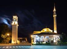 Klockatorn och moské Royaltyfri Fotografi