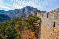Klockatorn på den stora Kina väggen Arkivfoto