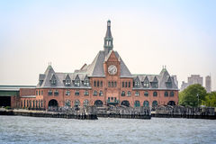 Klockatorn på Hudson River New Jersey Royaltyfria Bilder
