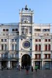 Klockatorn p? Sts Mark fyrkant i Venedig Italien royaltyfri fotografi
