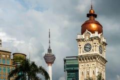 Klockatornet av Sultan Abdul Samad byggnad och Kuala Lumpur står högt Arkivbild