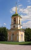 Klockatornet i säterit Kuskovo, Moscow Arkivbild