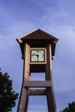 Klockatornet som visas tid 5 47 p M Fotografering för Bildbyråer