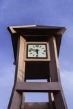 Klockatornet som visas tid 5 47 p M Royaltyfri Fotografi