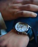 Klockor för man` s förestående, närbild arkivfoton