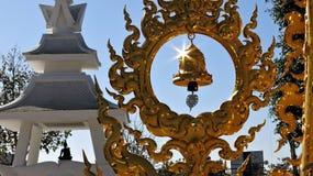 Klockor i den vita slotten, Thailand royaltyfri foto