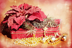 Klockor, julgran, julstjärna och gåva Royaltyfri Bild