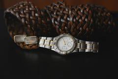 klockor, manschett och bälte arkivbild