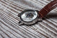 Klockor med sprucket exponeringsglas royaltyfri bild