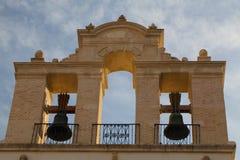 Klockor på den Seville domkyrkan på solnedgången spain Royaltyfri Bild