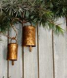 Klockor på en julgran arkivbild