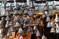 klockor som hänger marknaden Royaltyfria Foton