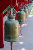 Klockorna i thai tempel Royaltyfri Bild