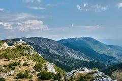 Klockstapel överst av en vagga i bergen Royaltyfri Bild