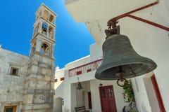 Klockstapel av av den Panagia Tourliani kloster i stad av Ano Mera, ö av Mykonos, Grekland Arkivfoto