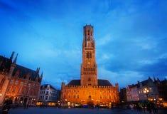Klockstapel av Bruges på Grote Markt, Belgien arkivfoto
