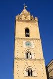 Klockstapel av Cathedralof Chieti Abruzzo Fotografering för Bildbyråer