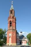 Klockstapel av den St Nicholas ritualkloster i Moskva Royaltyfri Fotografi