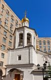 Klockstapel av kyrkan av Michael ärkeängeln (1662) i Moskva, Russ Arkivbilder
