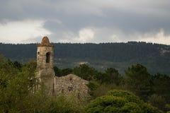 Klockstapel av kyrkan av La Mussara Arkivfoton