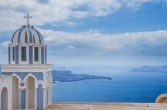 Klockstapel och caldera av den Santorini ön, Grekland arkivfoton