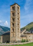 Klockstapel och kyrka av Sant Climent de Taull, Catalonia, Spanien Romansk stil royaltyfria foton