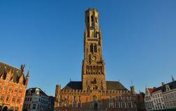 Klockstapeln av den Bruges Belfort skåpbilen Brugge arkivfoto