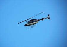 Klok 206 helikopter tijdens de vlucht Stock Afbeelding