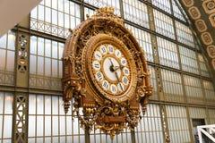 Klok bij het Museum Orsay Stock Afbeeldingen