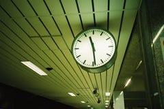 Klok bij het platform Stock Foto