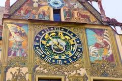 Klok bij het Stadhuis in Ulm, baden-Wurttemberg Duitsland stock fotografie