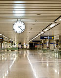 Klok bij station Stock Afbeelding