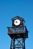 Klok bovenop een Toren. Royalty-vrije Stock Afbeeldingen