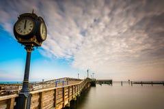 Klok en pijler bij Chesapeake Strand, Maryland Stock Afbeelding