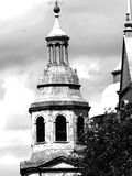 klok gescherpt toren zwart-wit Royalty-vrije Stock Foto's