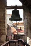 Klok in Havana Cathedral in Oude Havana Street in Cuba Stock Afbeelding