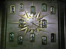 Klok in het gerechtsgebouw stock afbeeldingen