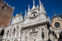 Klok in het Paleis van de Doge in Venetië royalty-vrije stock fotografie