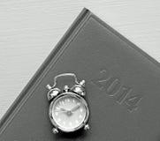 Klok op agenda Stock Foto's