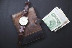 Klok op de portefeuille en het geld Royalty-vrije Stock Afbeelding